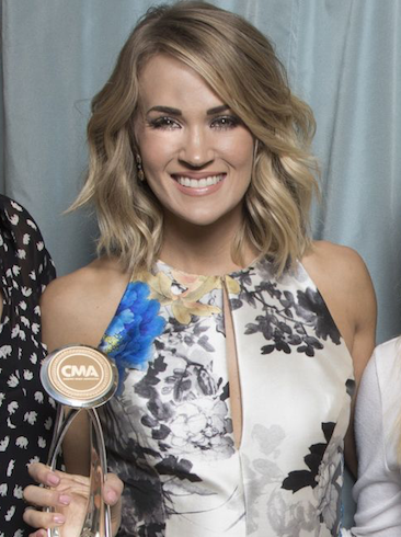 CARRIE RECEIVES CMA'S INTERNATIONAL ARTIST ACHIEVEMENT AWARD