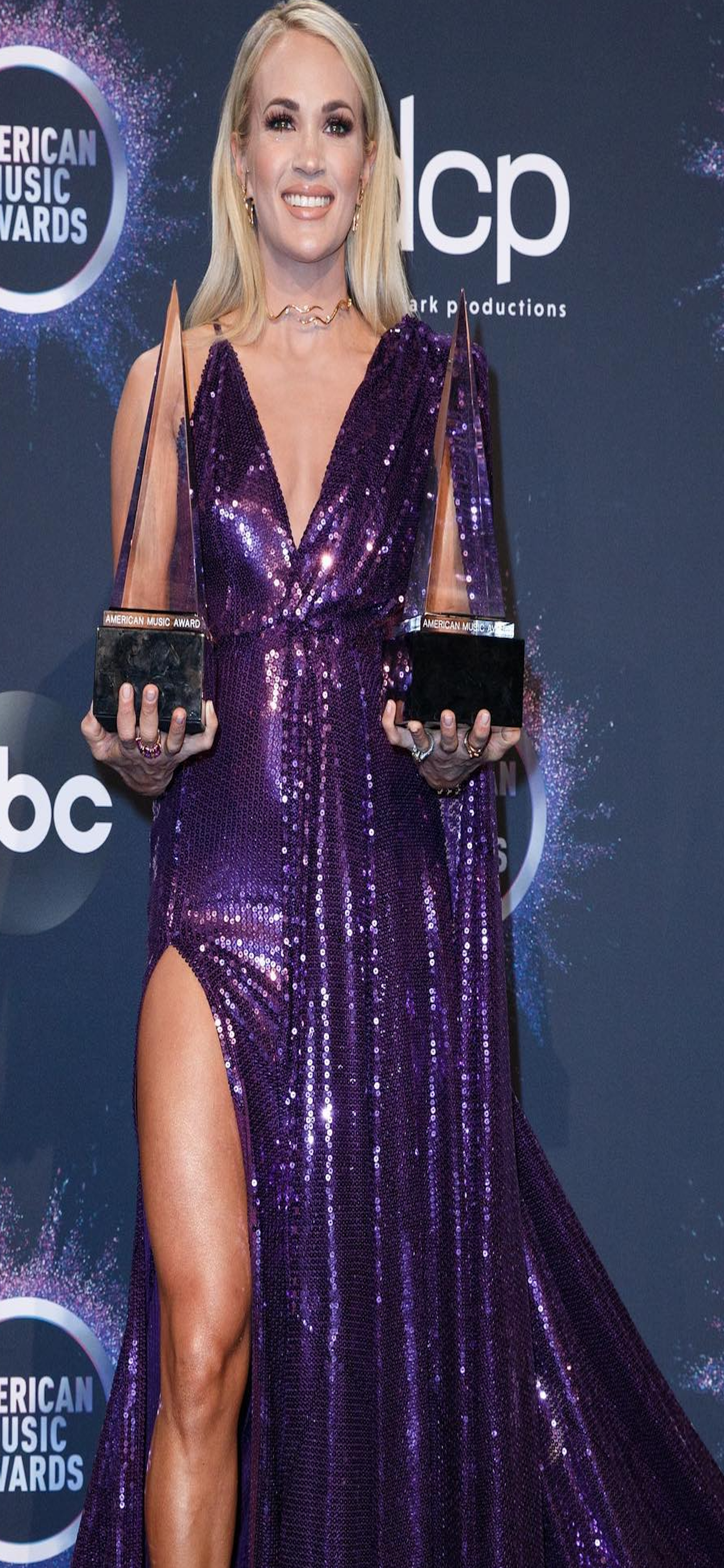CARRIE WINS 14th AND 15th AMERICAN MUSIC AWARDS